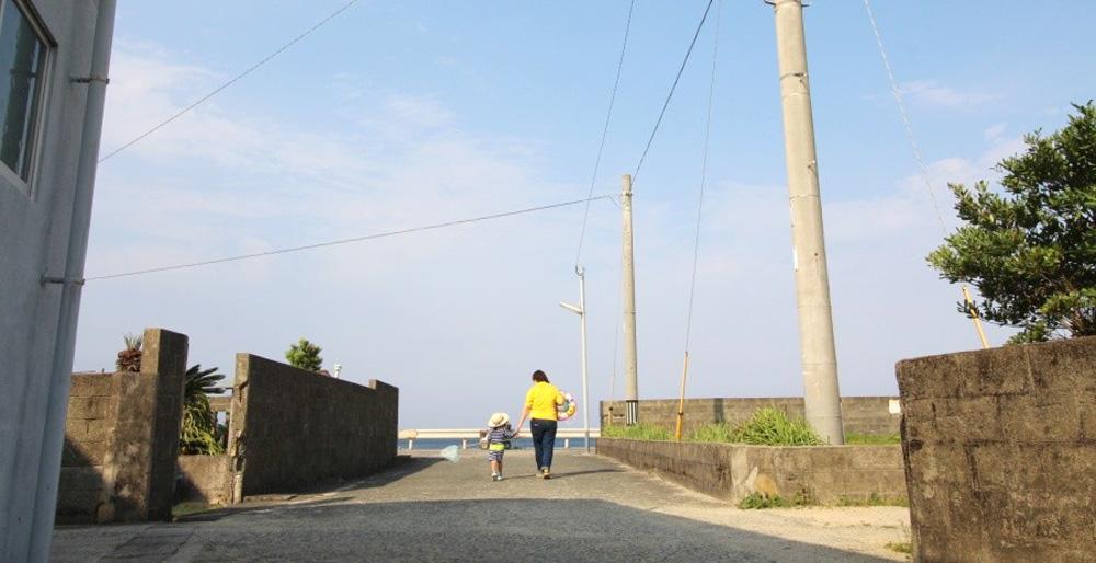 島宿「母間」は海まで歩いて30 秒
